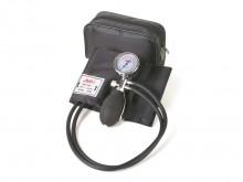 All-In Sport: Het compacte bloeddrukmeetapparaat met universele manchet. Deze uitvoering heeft 2 slangen. De manometer heeft een metalen behuizing en m...
