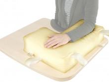 All-In Sport: Flexibles Kissen mit Kugelfüllung als weiche Auflage für den paretischen Arm. Die Auflage kann individuell auf den Tisch bzw. der oberen ...