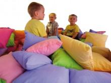 All-In Sport: De bont gekleurde kussenset heeft vele verschillende toepassingsmogelijkheden. In een speelhoek, voor een kussengevecht of in de therapie...