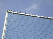 All-In Sport: Dwarstraversen zorgen voor meer stabiliteit, vereenvoudigen de netophanging en vervangen de staaldraad, bovenin.