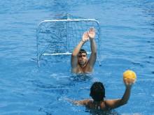 All-In Sport: Drijvend speeldoel voor jong en oud, van geëloxeerd aluminium, demontabel, compleet met PE-schuim drijvers en PE-net. Afm. 90 x 60 x 70 c...