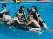 All-In Sport: De binnenband is ook als klassieke zwemband bekend en is een speel- en hulpartikel voor in het water. Van rubber en met ventiel. Kleur: z...
