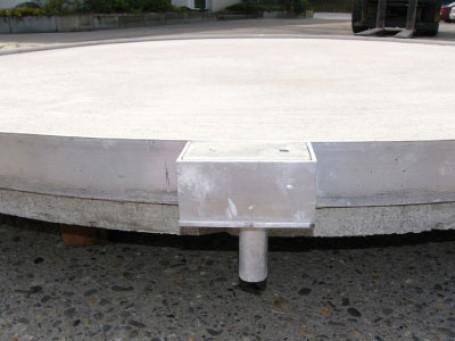 Discusring met betonnen plaat