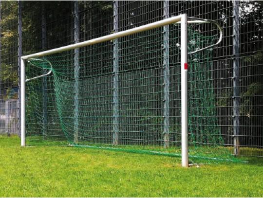 Fußballtor in Bodenhülse mit Netzbügel